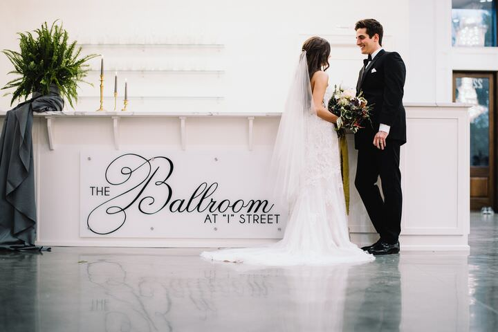 Bentonville wedding venue, the ballroom bar